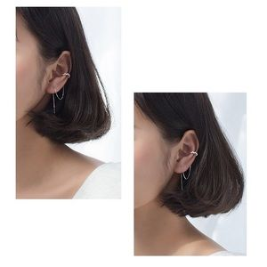 ヅ Free with $25 purchaseヅ ⚡️Rhinestomr Ear Cuffs⚡️